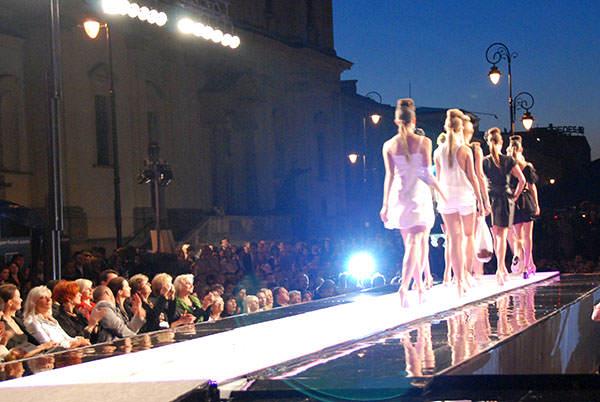 fashion_tv_pokaz_mody_prada-2